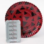 Trays and plates with polyester printing